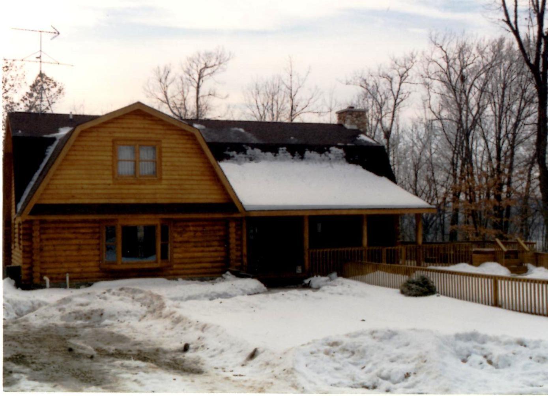Log cabin on a lake royalty free stock photography image 7866317 - Gambrel