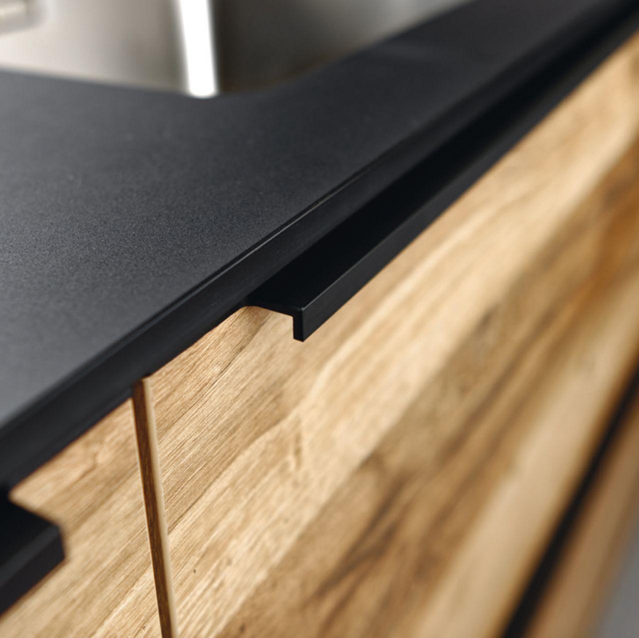 Poignée profil  Poignée meuble cuisine, Cuisine noire et bois