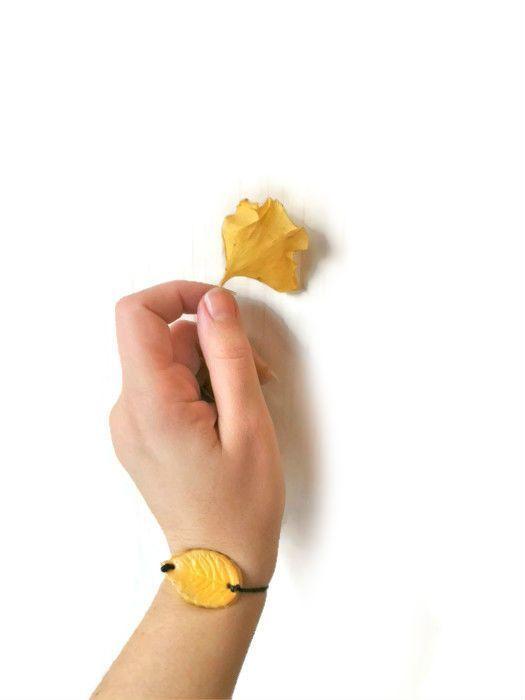 Il prodotto Yellow leaf bracelet, simple folk bracelet yellow leaf è venduto da Tuttosicrea nel nostro negozio Tictail.  Tictail ti permette di creare gratuitamente un bellissimo negozio online - tictail.com