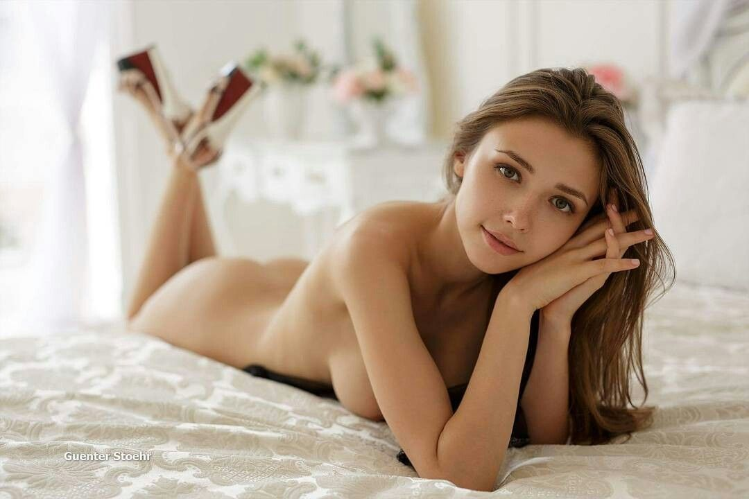 Mila Azul April Pinterest Pose