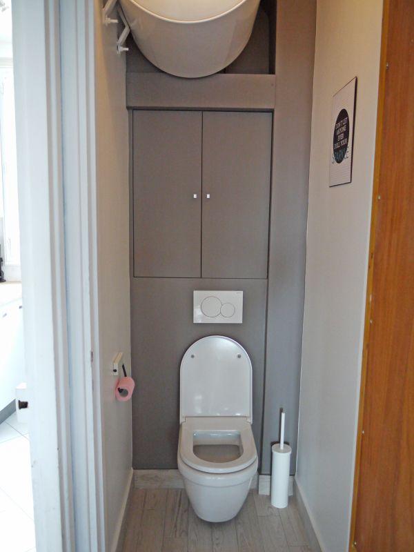 Avantaprès Toilettes Déco Avec WC Suspendu Etcaetera Wc - Porte placard coulissante jumelé avec serrurier saint germain en laye