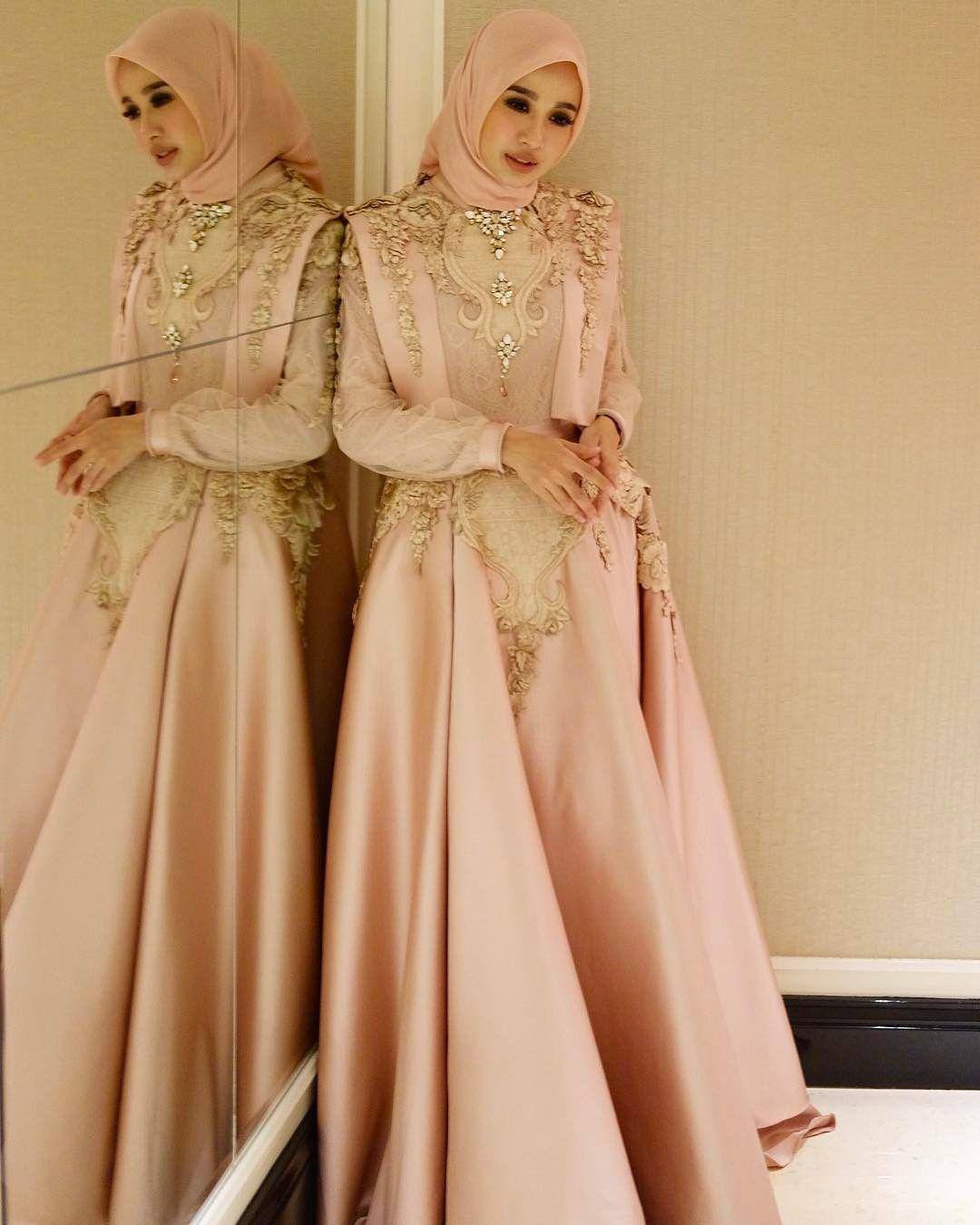11 Desain Cantik Gaun Muslimah untuk ke Acara Pesta  Pakaian