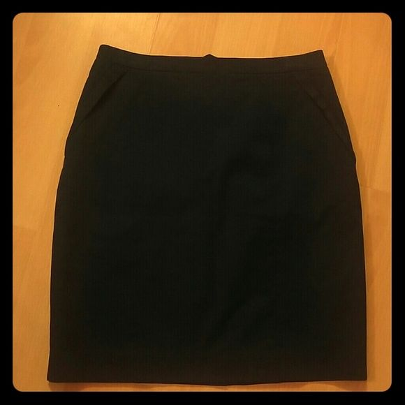 J crew pencil skirt Cute for summer! J. Crew Skirts Pencil