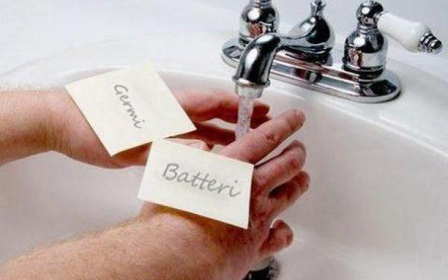 Lavarsi continuamente le mani è un'ossessione? #psicologia #psicopatologia #doc #lavarsi