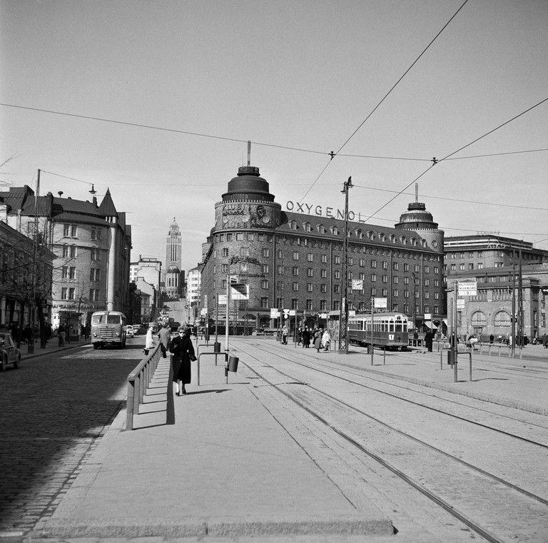 Siltasaarenkatua,  Foto Roos, Valokuvaaja 1950  Helsingin kaupunginmuseo   Nykynäkymä: https://goo.gl/maps/CunmwSDjecA2