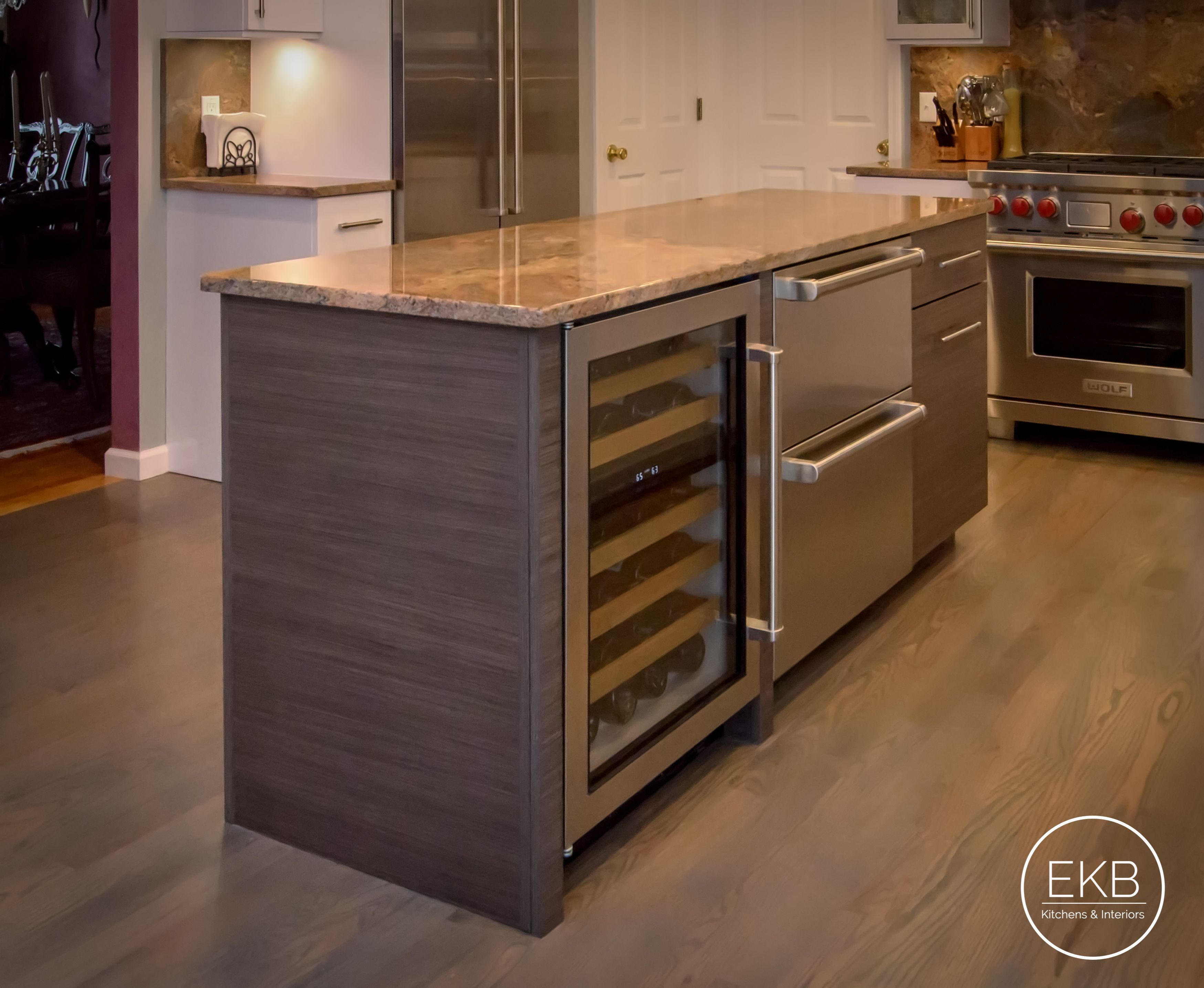 eclipse thermally infused laminate cabinets in a metropolitan door rh pinterest com