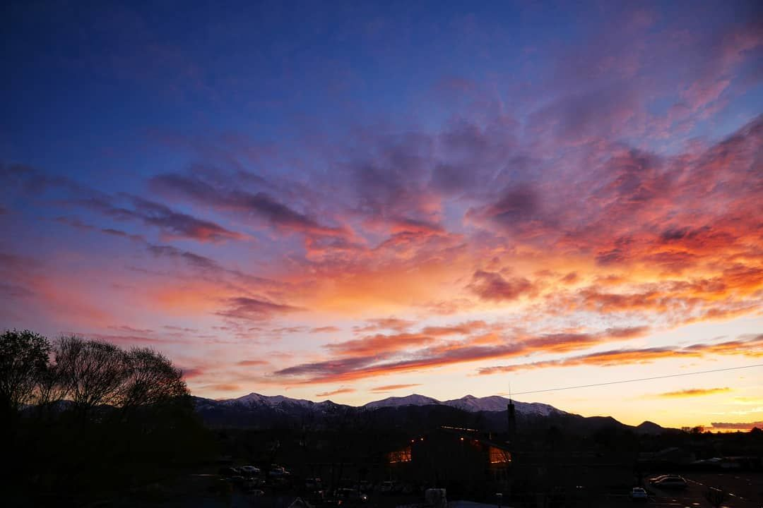 A Gorgeous Sunset In Salt Lake City A Couple Nights Ago 8 Sunsetphotography Sunset A Gorgeous Sunset Sunset Photography