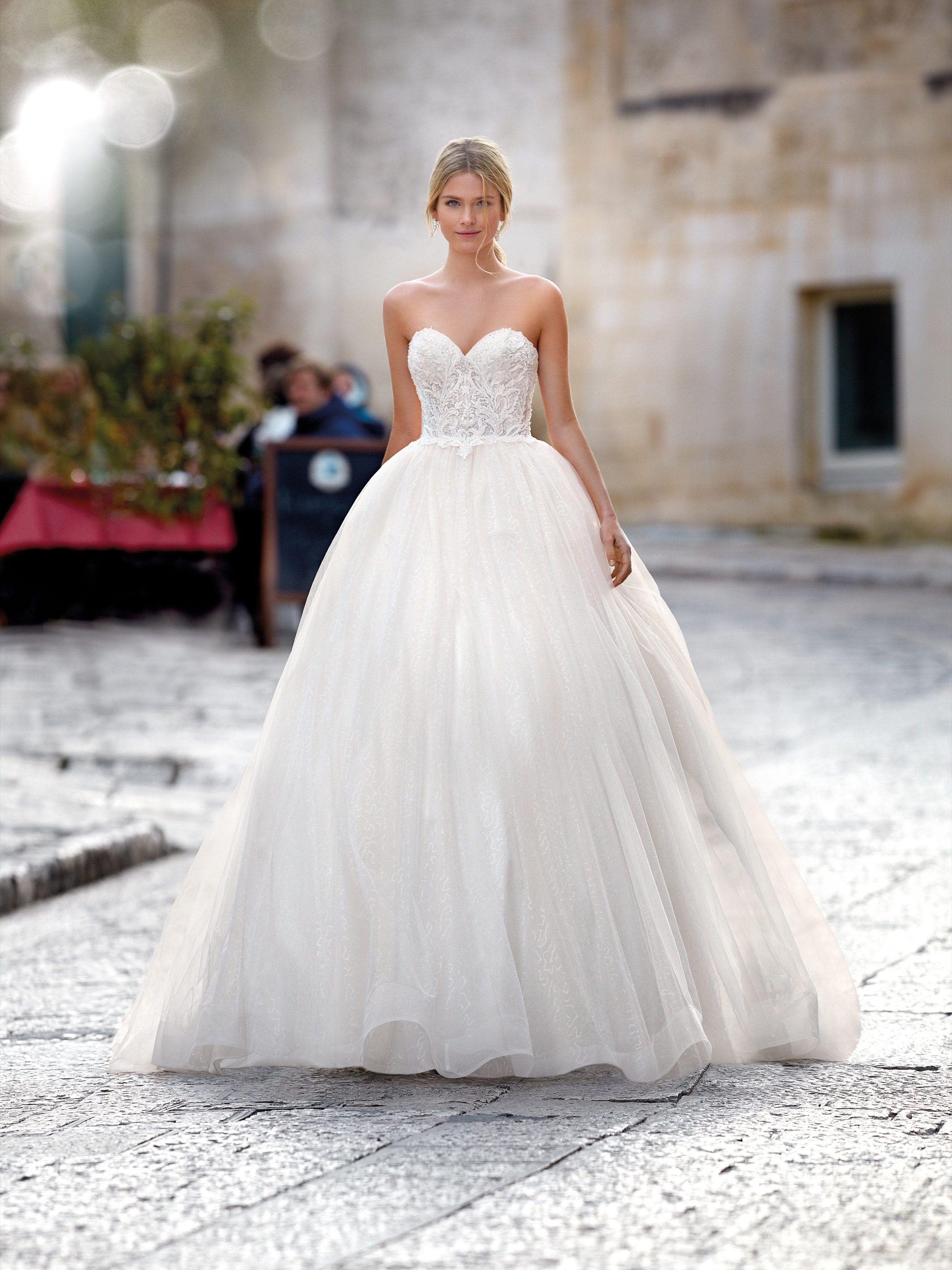 Princess Wedding Dress With Sweetheart Neckline Wedding Dresses Sweetheart Neckline Wedding Dresses Princess Wedding Dresses [ 3508 x 2631 Pixel ]