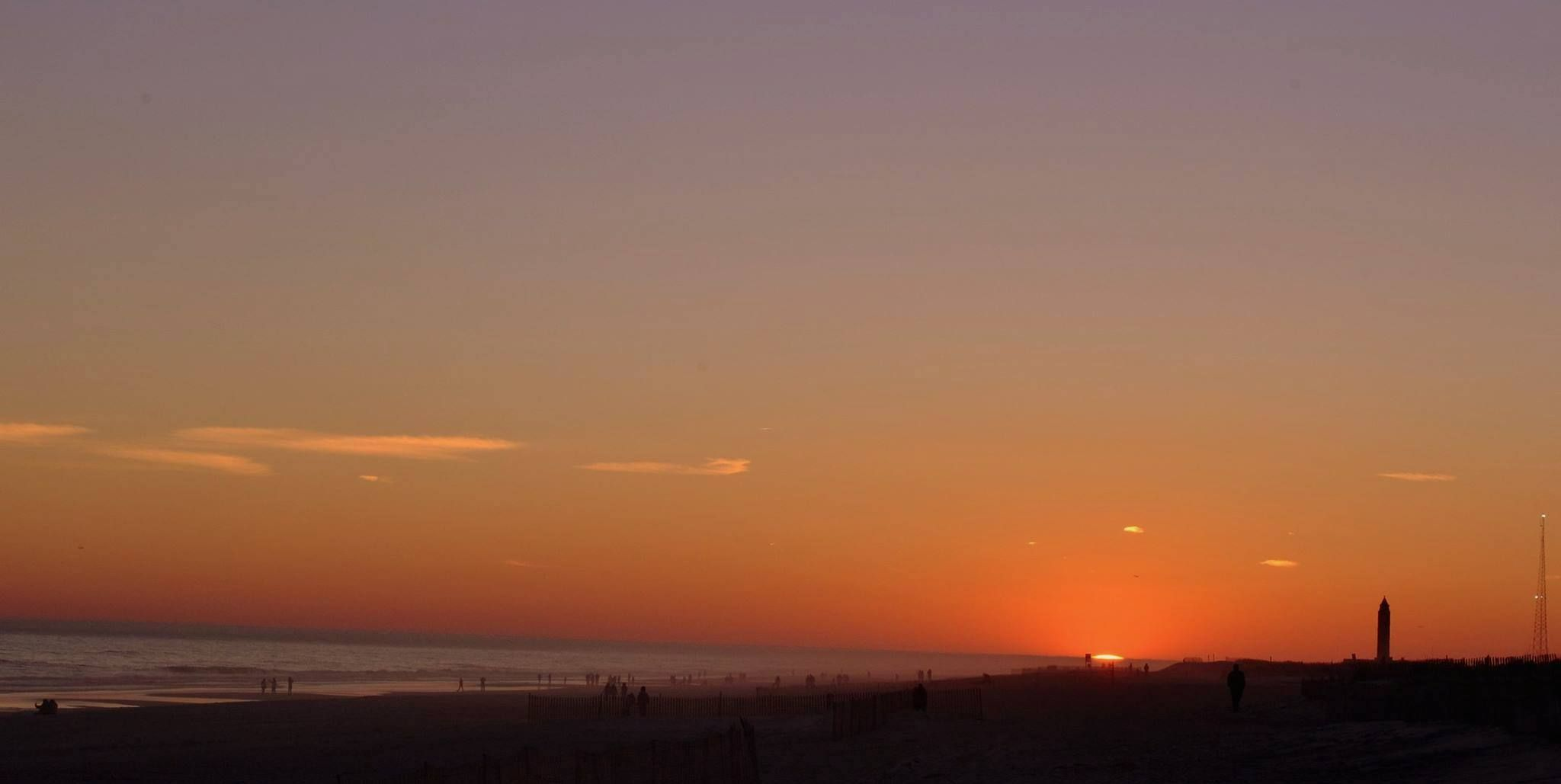 Sunday's warm weather was perfect for going to the beach. Robert Moses Field 5 sunset was beautiful!