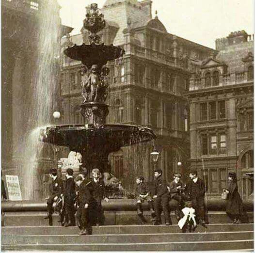 Leeds Town Hall Fountain Until The Early 1900s From Leeds Back In The Day Facebook Page Leeds Castle Leeds City Welcome To Yorkshire