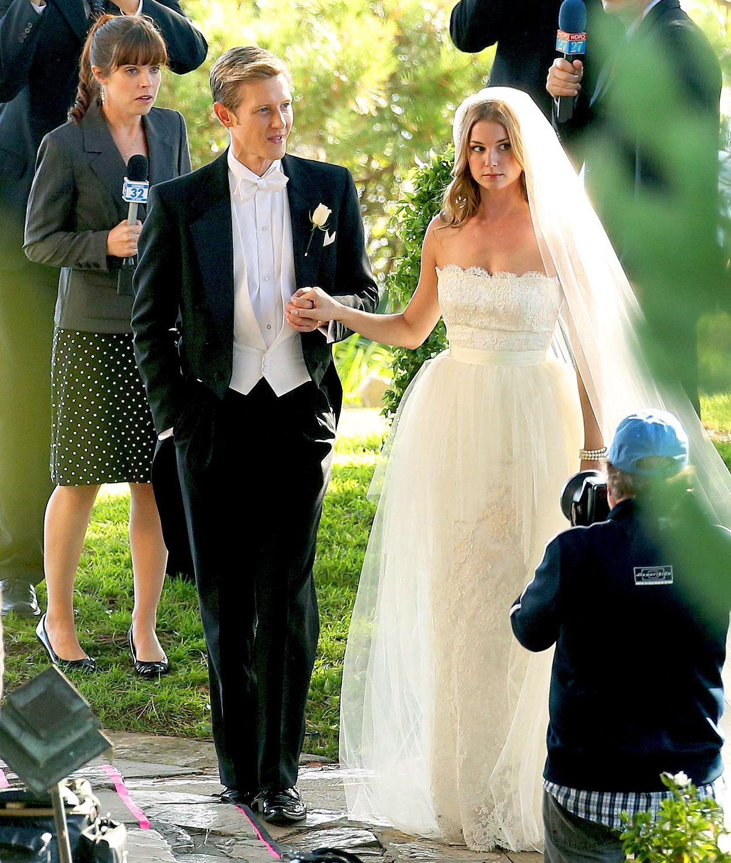 See Emily Vancamp In A Wedding Dress Hochzeitskleid Hochzeit Kleider