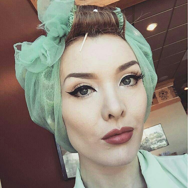 Pin On SEXY IN CURLERS
