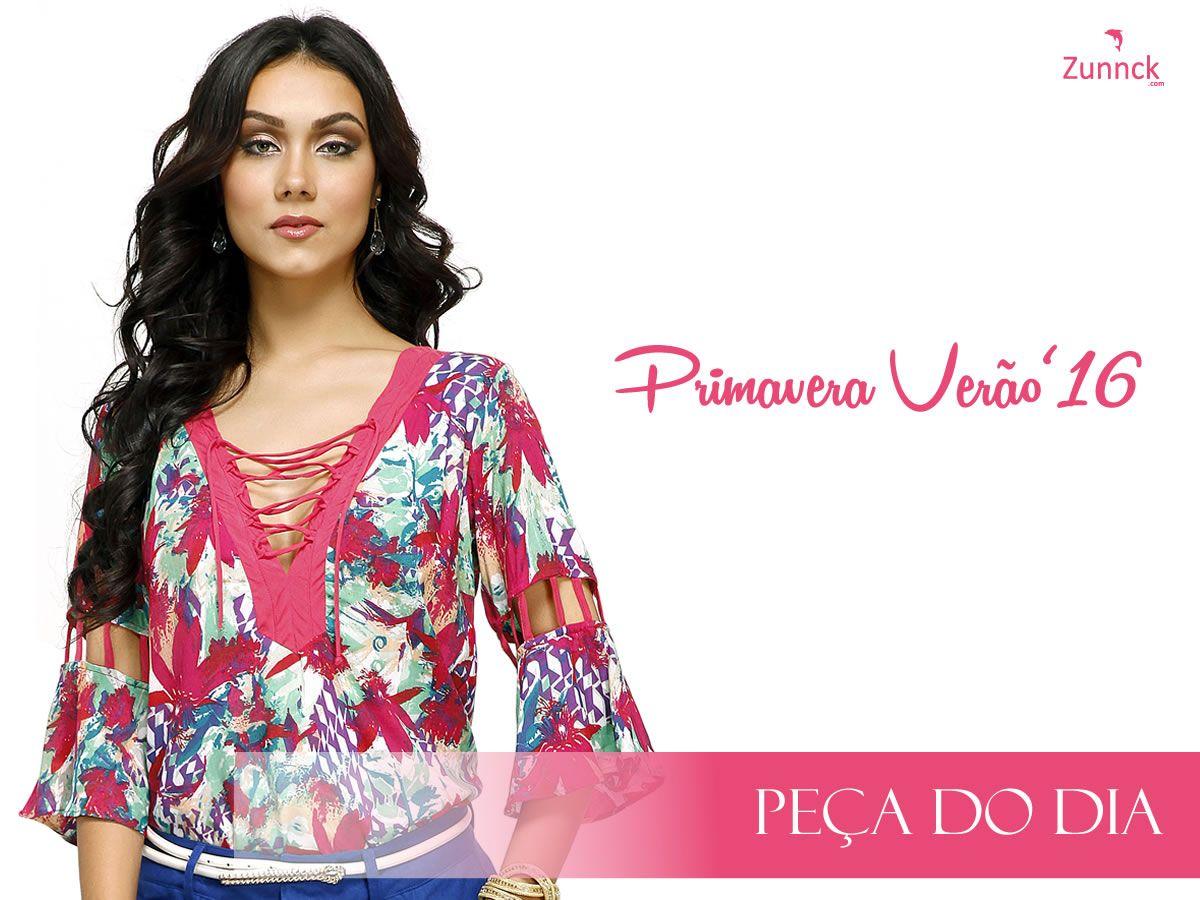 Os dias ensolarados pedirão essa linda blusa estampada com decote V cheio de detalhes. Vem conferir nas nossas lojas! #PrimaveraVerãoZunnck16