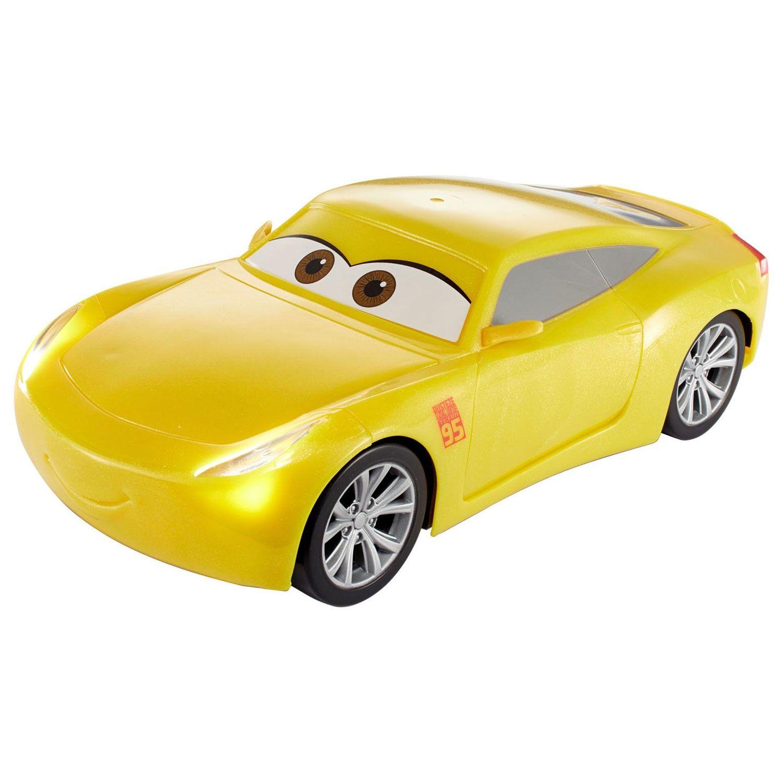 Speel de gaafste scènes uit Cars 3 na met de pratende raceauto Cruz Ramirez. Druk op het dak en zie de hoe Cruz begint te bewegen. De interactieve auto reageert op beweging en maakt bewegingen van een kurkentrekker tot een work-out dans. Met de werkende lichten en meer dan 65 gesproken geluiden is er altijd iets nieuws te beleven! De auto is gemaakt van stevig kunststof. Inclusief batterijen. Afmeting: lengte 24 cmInclusief batterijen: 3x Philips Batterij R3 AAA Long Life (1999913) - Cars 3…
