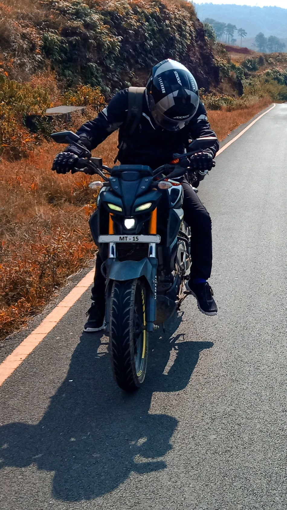 Rider Yamaha Mt 15 Highway Landscape 4k Ultra Hd Mobile Wallpaper Mt 15 Mt Bike Bike Pic
