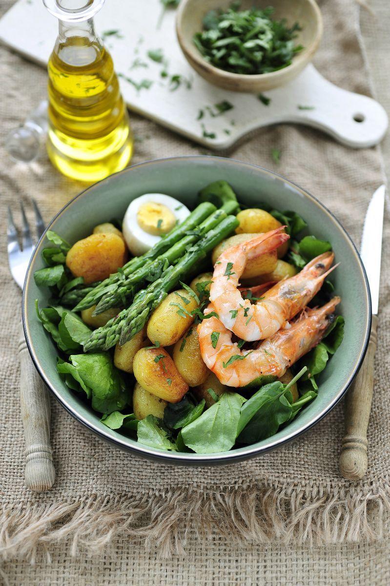 Salade met krieltjes, grote garnalen en aspergepunten  http://www.njam.tv/recepten/salade-met-krieltjes-grote-garnalen-en-aspergepunten