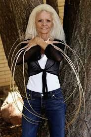 She Had The World Record For A Women With The Longest Natural Nails Long Fingernails Crazy Women How To Grow Nails