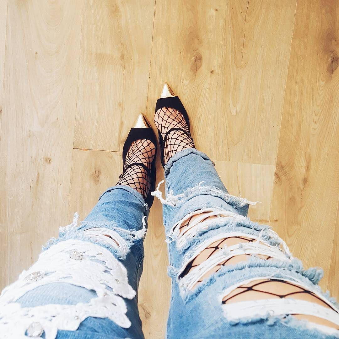 Fashion crush du moment : ayeeee j'ai enfin mes grosses résilles !   #fashion #fashiongram #fashionblog #fashionpost #instadaily #look #lookoftheday #resille #shoesday #shoeslover #shoesoftheday #shoestagram #escarpins #fashionlovers #fashiontrends #details #mode #modeuse #modeblogger #modeaddict #blogueusemode #crush #jeans #destroyjeans