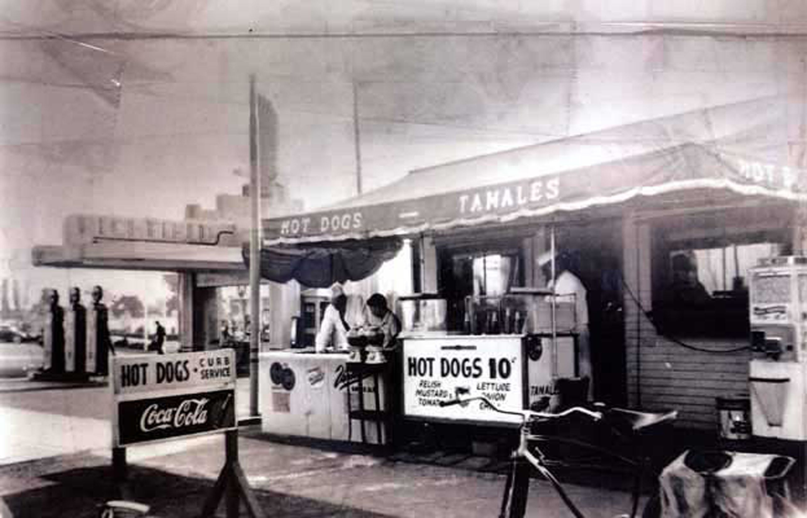 Pink S Hot Dogs In 1942 Its Third Year In Business Address 709 N La Brea Avenue Source Water And Los Angeles History Emotional Pictures Pink S Hot Dogs