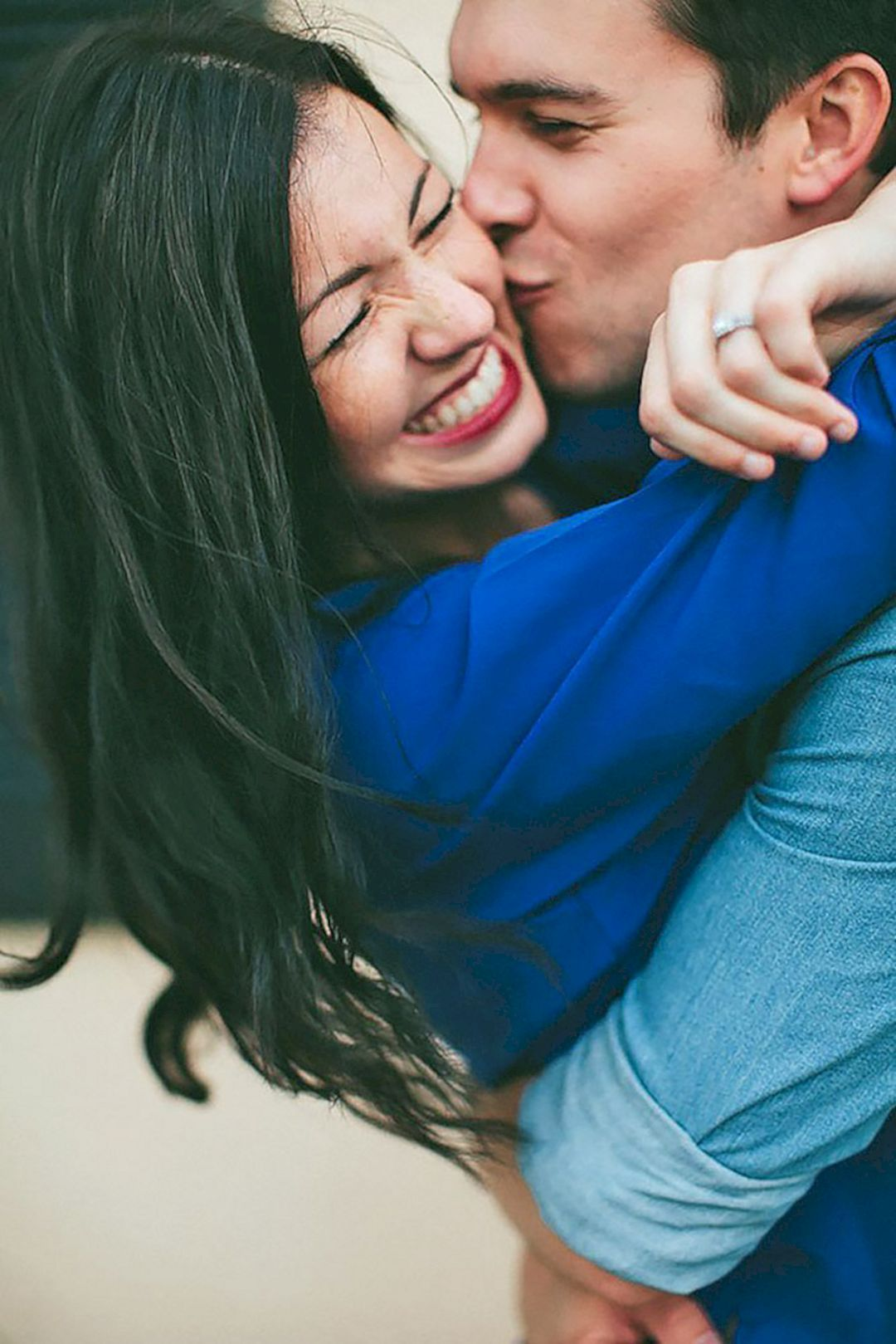 , 55 Best Engagement Poses Inspirations For Sweet Memories 020, Travel Couple, Travel Couple