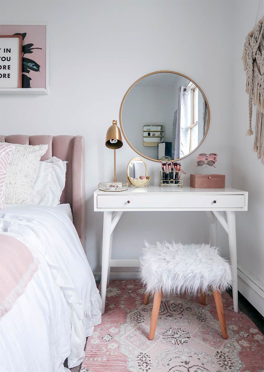 Fashionable Small Bedroom Organization Pinterest That Will Impress You Small Bedroom Vanity Home Decor Room Inspiration