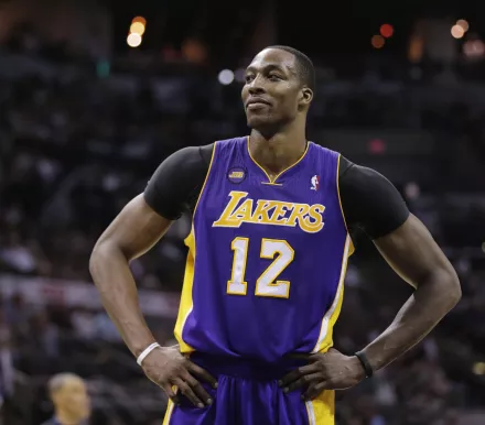 Lakers May Bring Back A Familiar Face To Replace Demarcus Cousins Dwight Howard Dwight Lakers