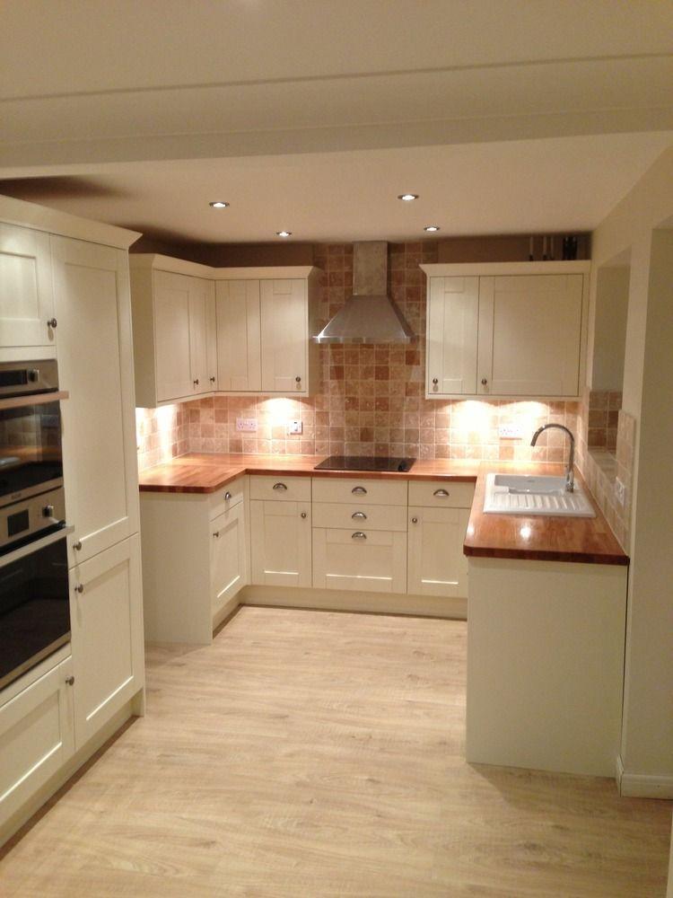 Ivory Kitchen Black Worktops And Laminate Flooring Fairway
