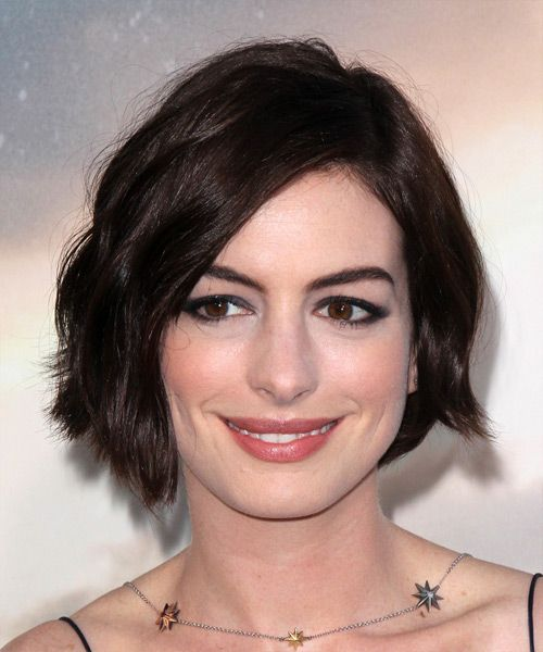 Anne Hathaway Short Hair: Anne Hathaway Short Straight Casual Hairstyle With Side