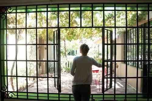 Ventana mampara hierro vidrio repartido casas chorizo for Puertas y ventanas de hierro antiguas