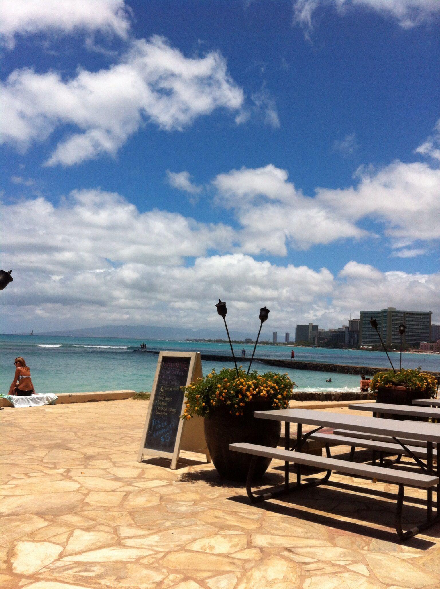 Brunch at Queens Cafe Waikiki