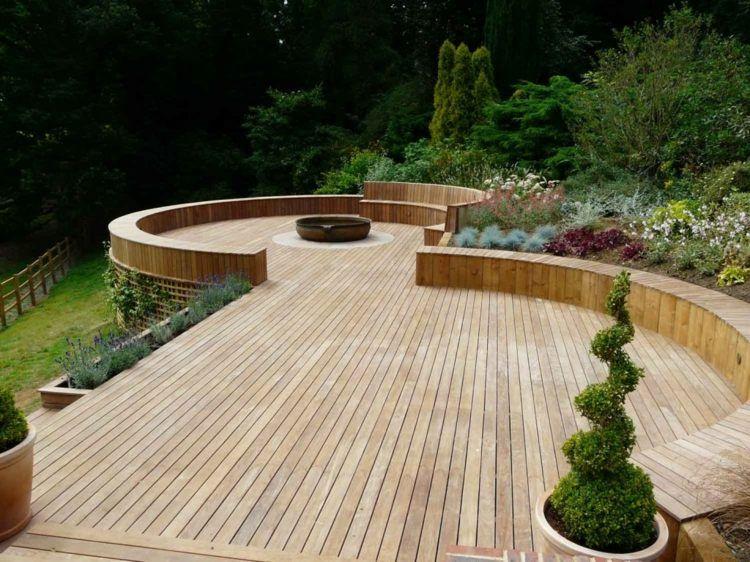 terrasse en bois de forme originale