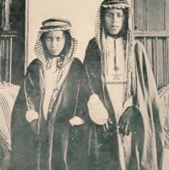 صورة نادرة جدا تجمع الأمير تركي الأول بن عبدالعزيز مع عمه الأمير عبدالله بن عبدالرحمن رحمهم الله جميعا Face Art Old Photos King Faisal