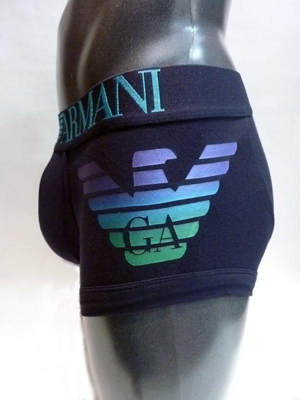 Emporio Armani boxer liso en AZUL MARINO con el logo del águila en el muslo izquierdo, acabado metálico y combinado con los mismos colores en la cinturilla. http://www.varelaintimo.com/37-boxers