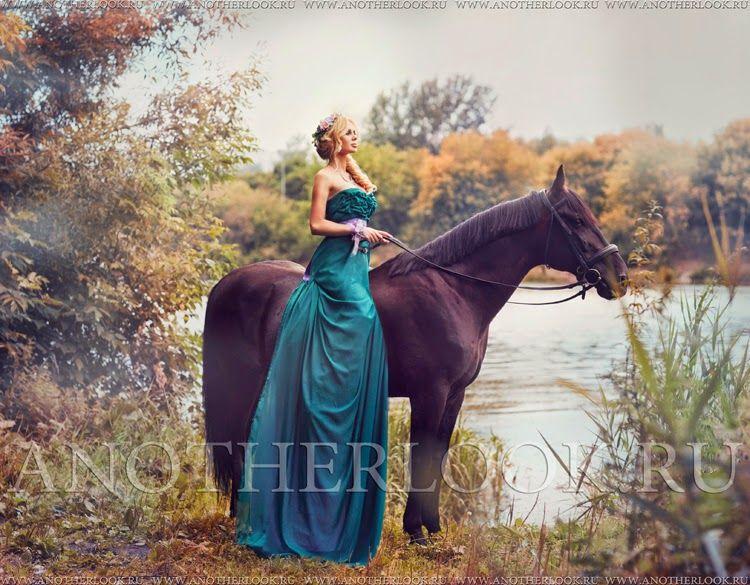 Фото в платьях на лошадях 13