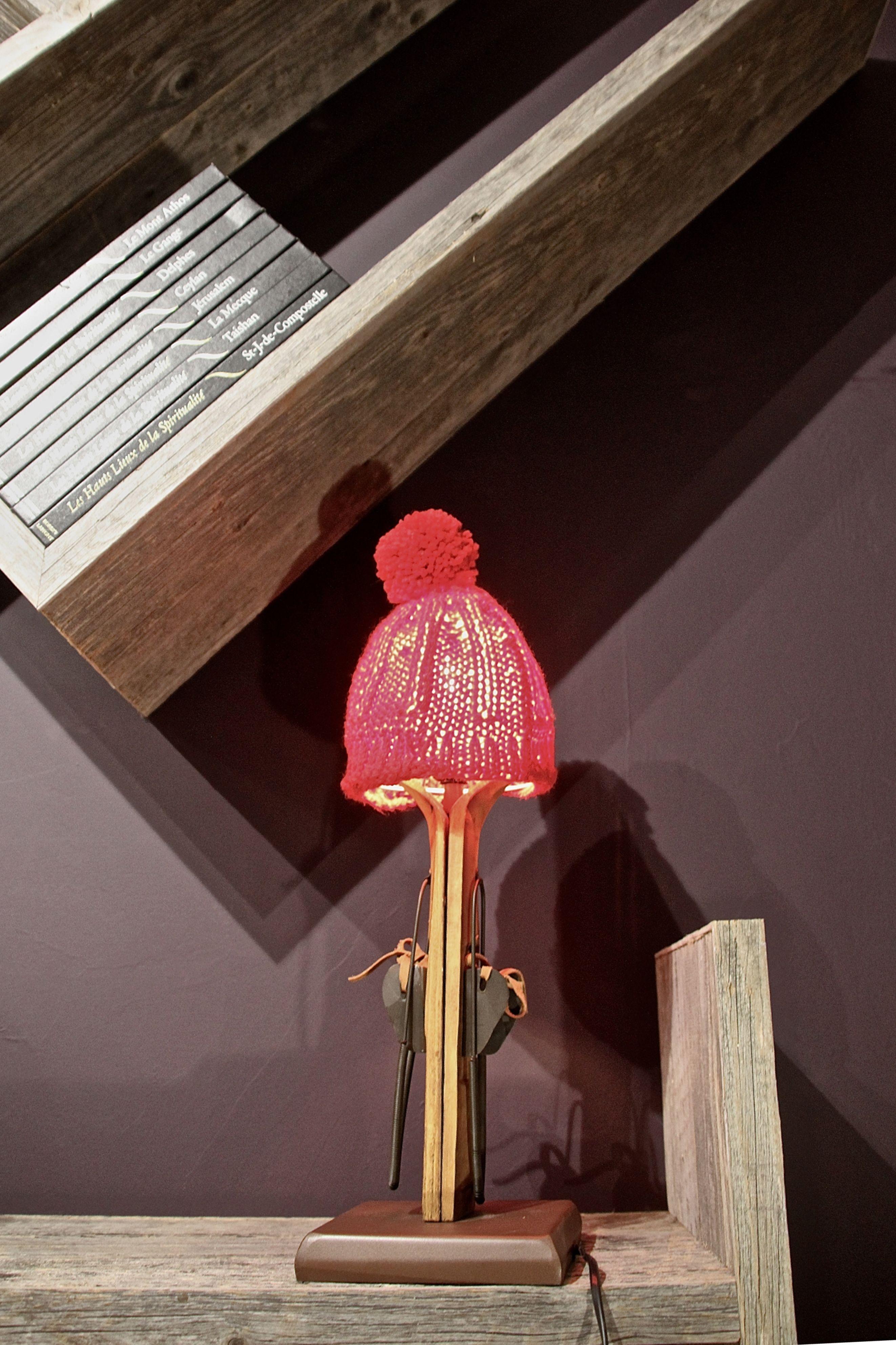Petite Lampe De Chevet Pied Ski Bois Et Abat Jour Metal Bonnet