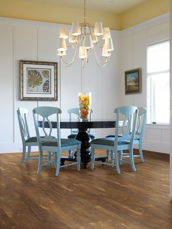 Boone Queen Anne Vinyl Plank Color: Piazza