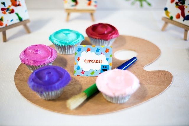 """A Mister Maker Art Party that is definitely worthy of being """"framed"""" by viewers and guests! Canvas cookies on mini easels and cupcakes on art pallets."""