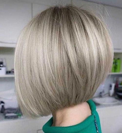 Wispy Stacked Layers - 30 Beautiful and Classy Graduated Bob Haircuts - The Trending Hairstyle