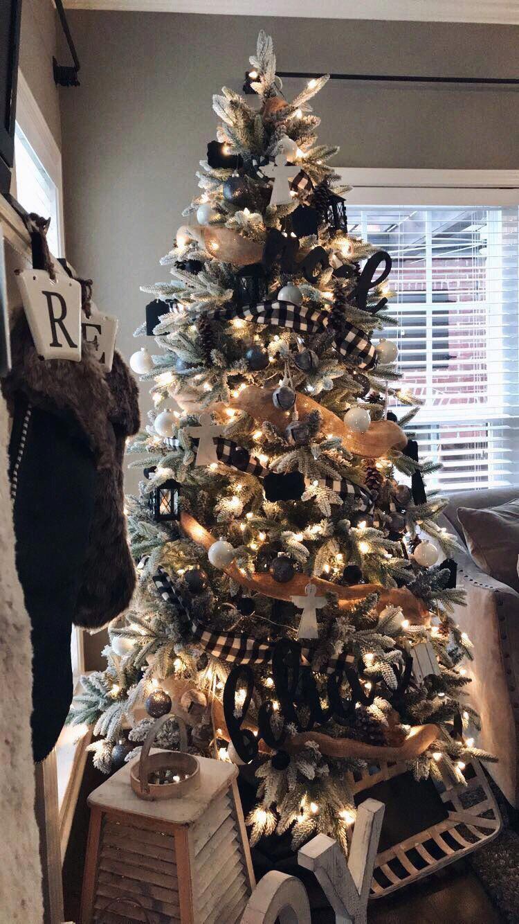 Christmas tree, black&white, country #christmastreeribbon #blackchristmastreeideas