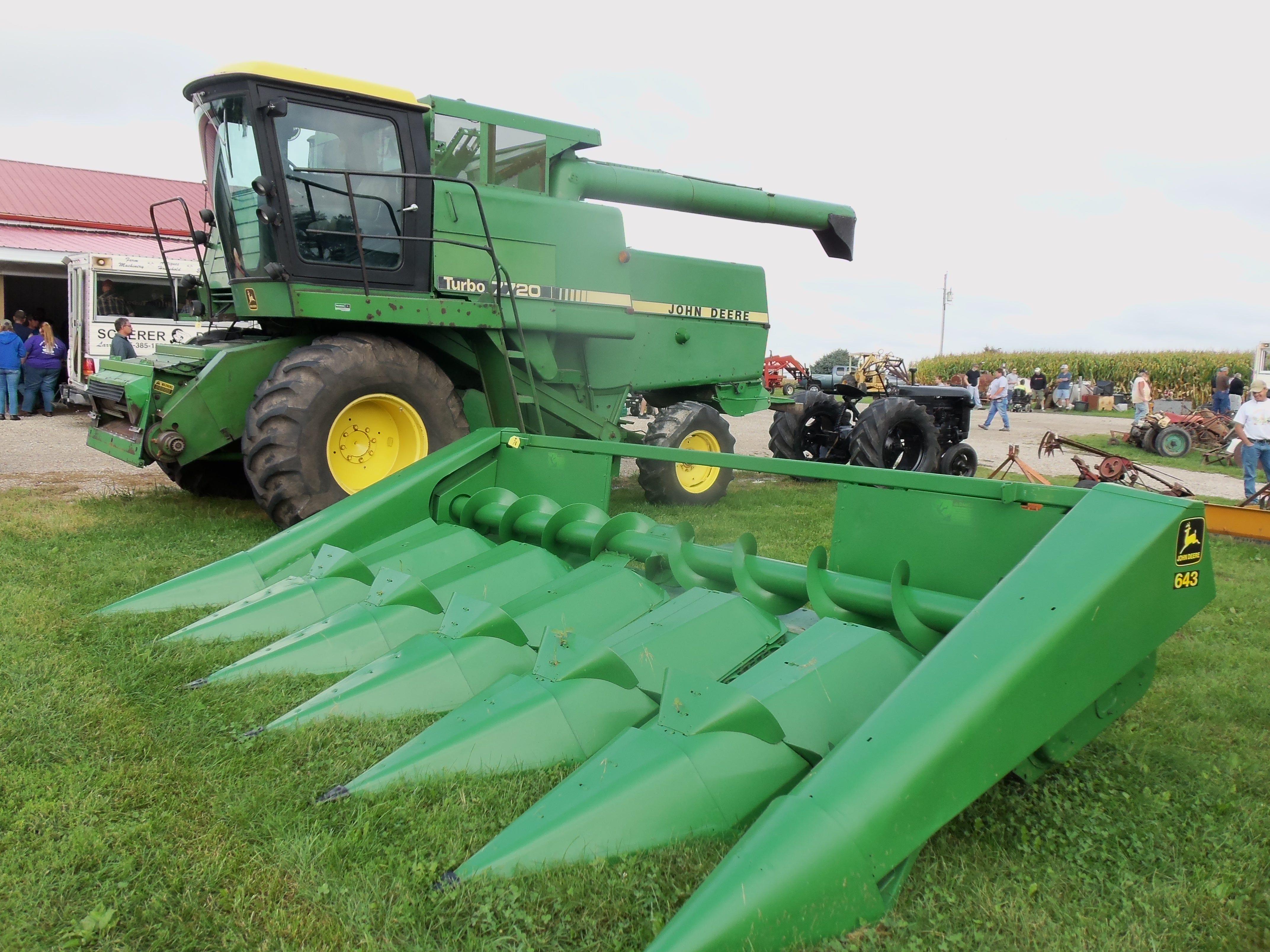 John Deere Turbo7720 with 643 corn head | John Deere equipment