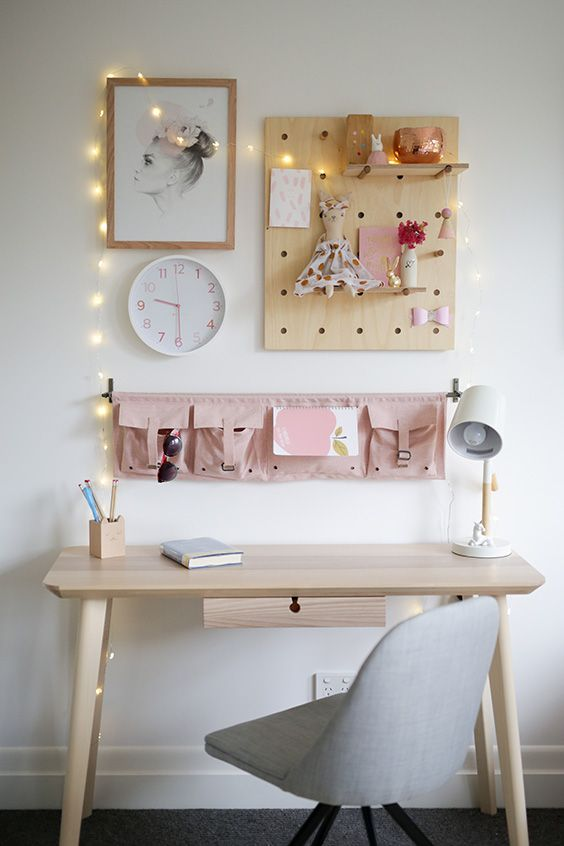 Girls desk space. | Wee Habitat in 2019 | Bedroom, Bedroom desk ...