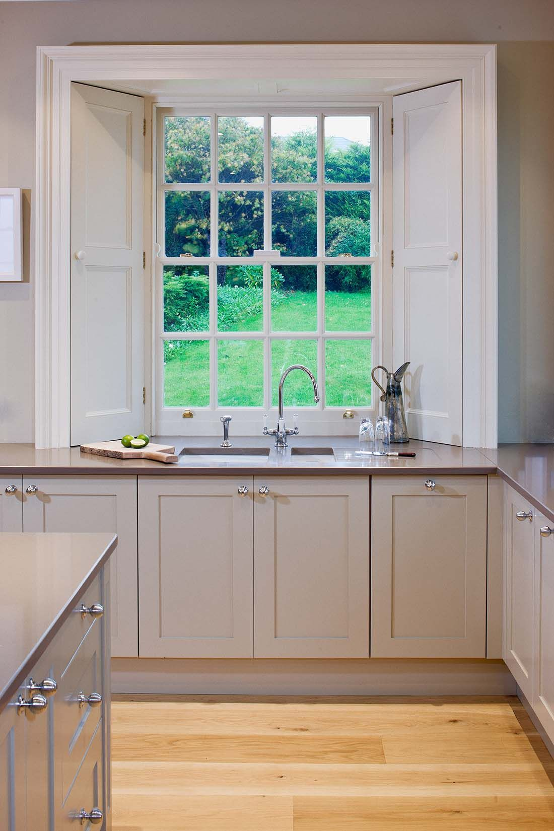 A beautiful traditional style Andrew Ryan Kitchen
