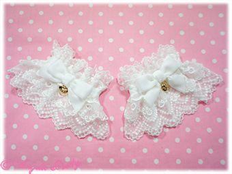 Heart Charm Velvet Ribbon Cuffs (White)