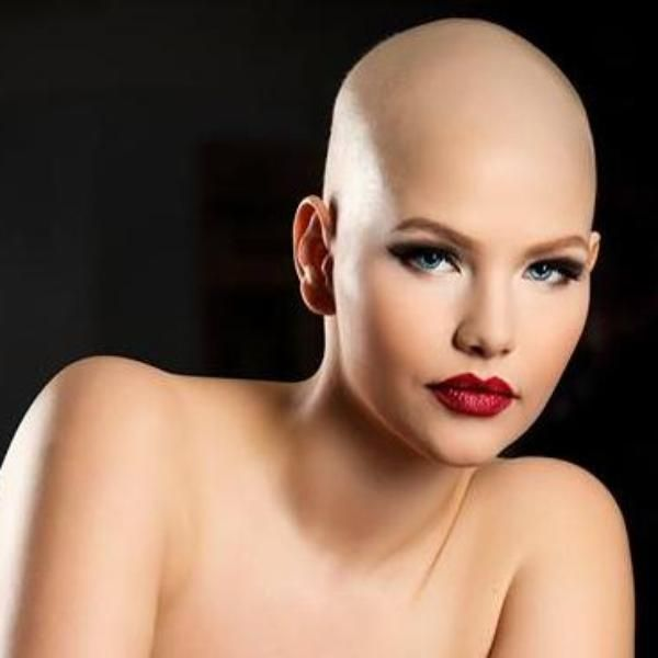 Elly Mayday, la valiente modelo plus size con cáncer http://www.guiasdemujer.es/browse?id=5810&source_url=http://vidayestilo.terra.es/elly-mayday-la-valiente-modelo-plus-size-con-cancer,bb18752f96f15410VgnVCM4000009bcceb0aRCRD.html