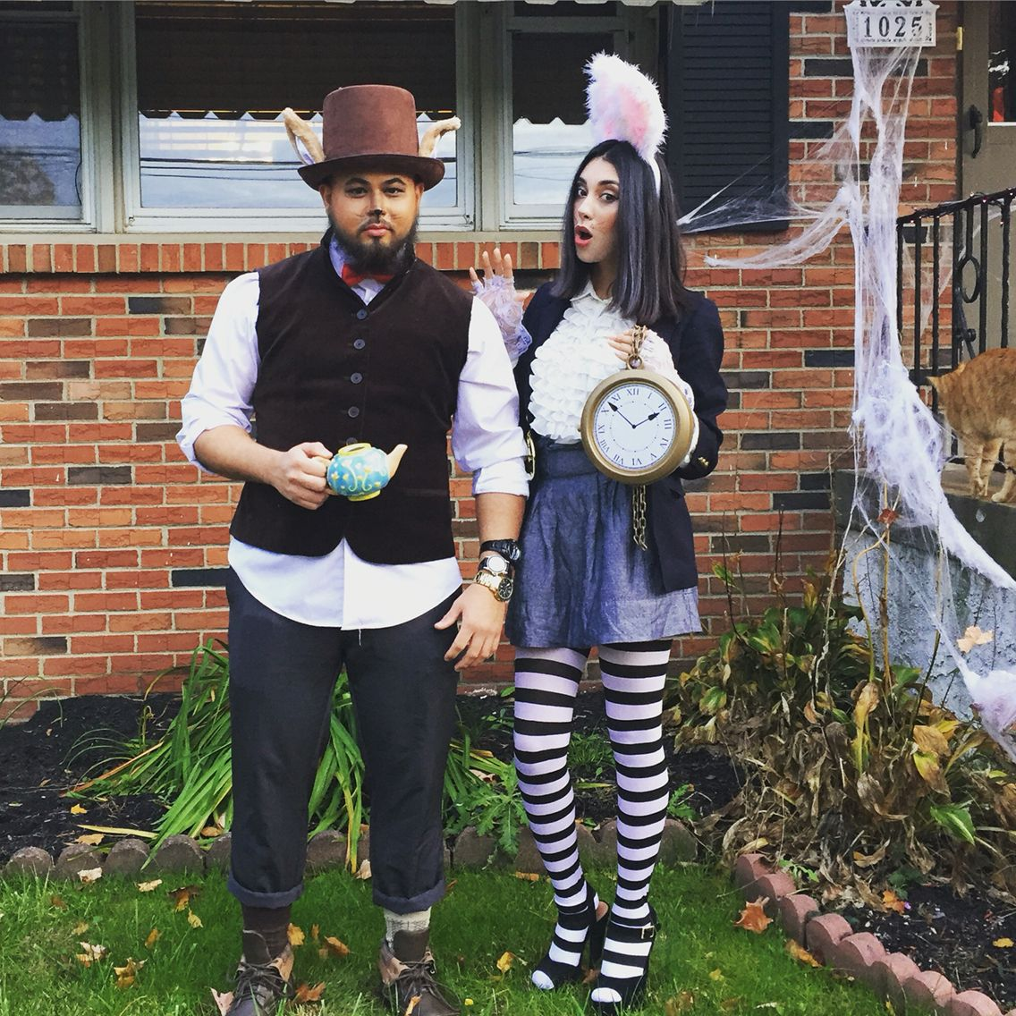 diy march hare and white rabbit alice in wonderland costumes fasching kost m alice im. Black Bedroom Furniture Sets. Home Design Ideas