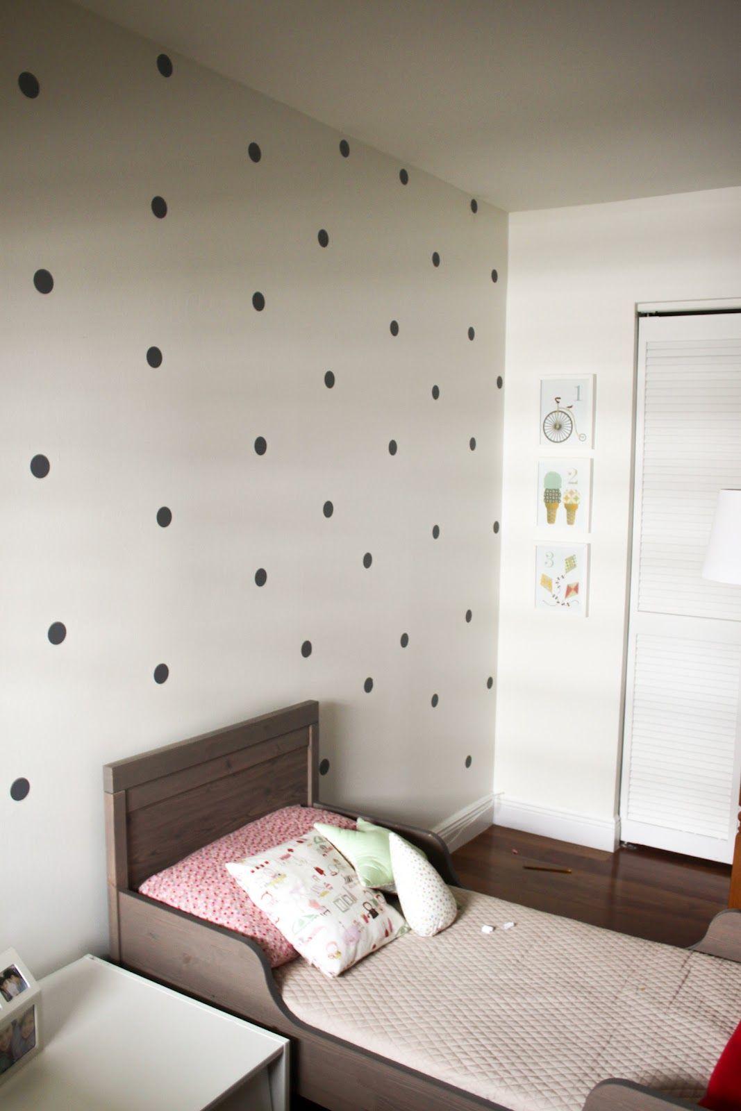 leuk behang wanden met stippen stippen girls bedroom slaapkamerdecoratie slaapkamers kindruimtes