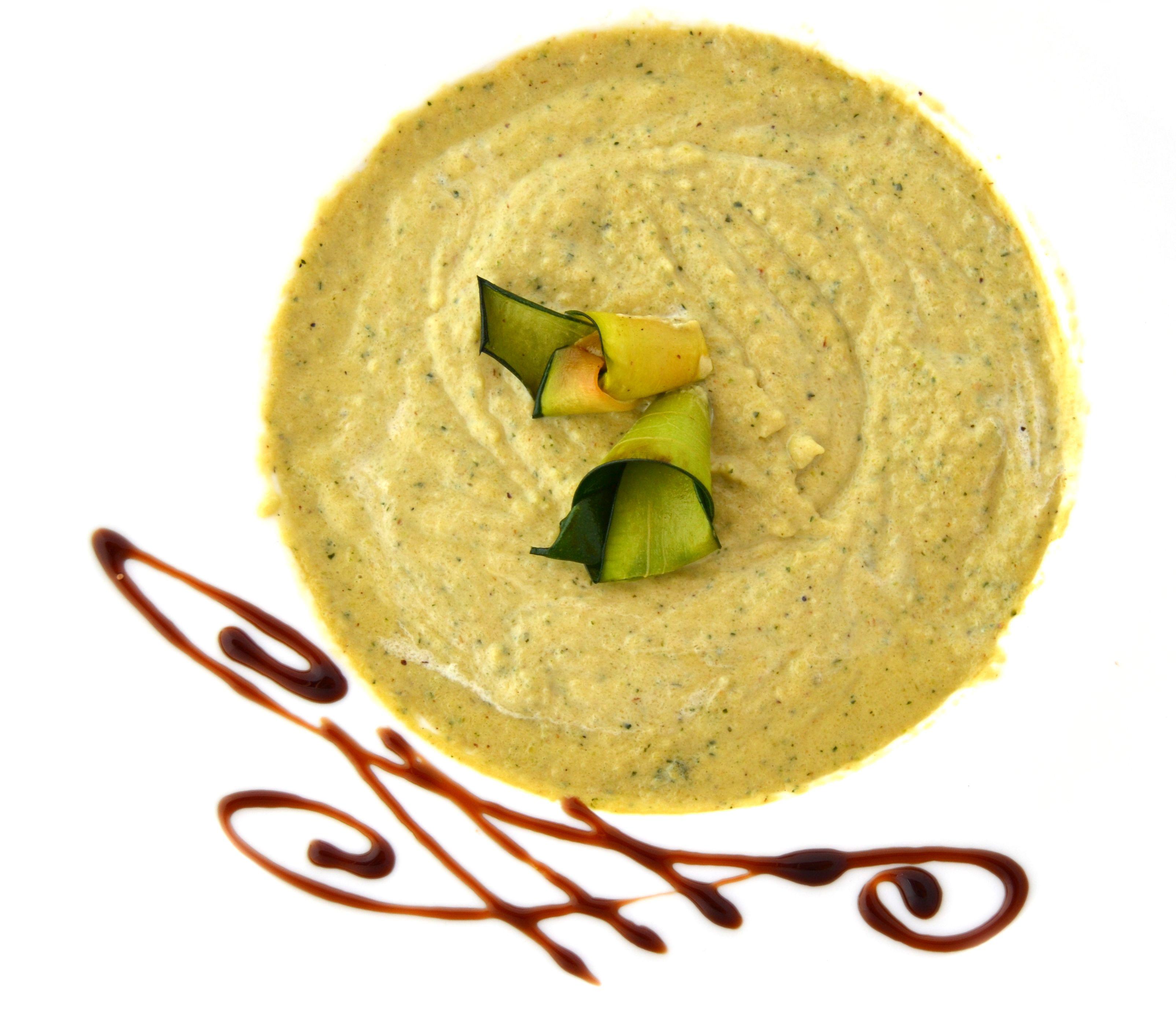 Crema de Verduras con Vinubo. La combinación de puerro, calabacín, zanahoria, calabaza entre otras, se hace aún más perfecta con Vinesenti. www.restaurantespadana.es