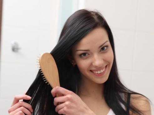 Quelle brosse à cheveux choisir ? Cheveux brillants