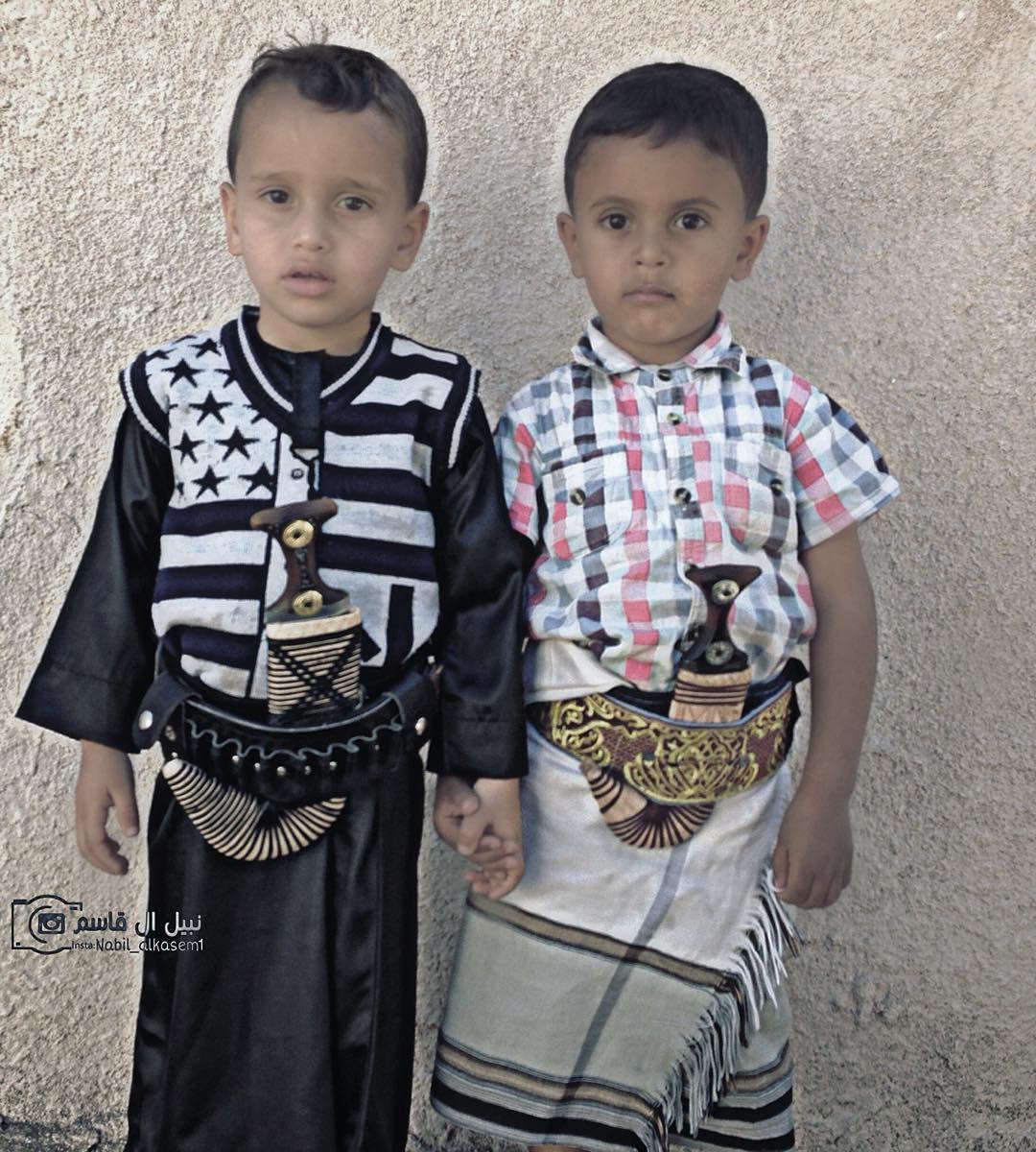اليمن بعدسة محبيها On Instagram الز ي اليمني الأصيل صنعاء عدن من اليمين الز ي العدني ومن اليسار الز ي الصنعاني Instagram Posts Fashion Women