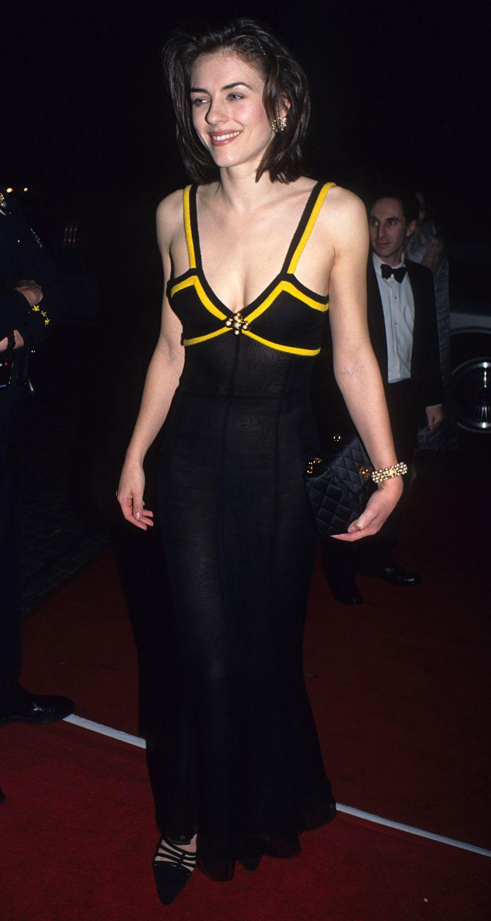 The Best Golden Globe Looks Of All Time In 2020 Elizabeth Hurley Golden Globes Dresses Celebrity Style